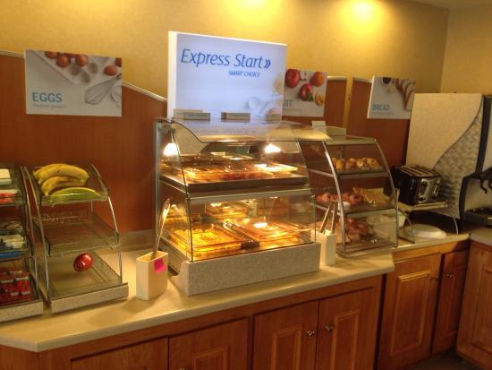 Holiday Inn Express Petersburg-Fort Lee: photo4.jpg