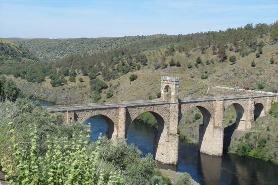 Alcantara, İspanya: Puente desde Convento Santi Spiritu