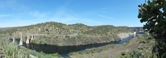 Alcantara, İspanya: Panorámica con la presa
