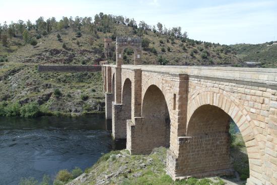 Alcantara, İspanya: Puente desde su nivel