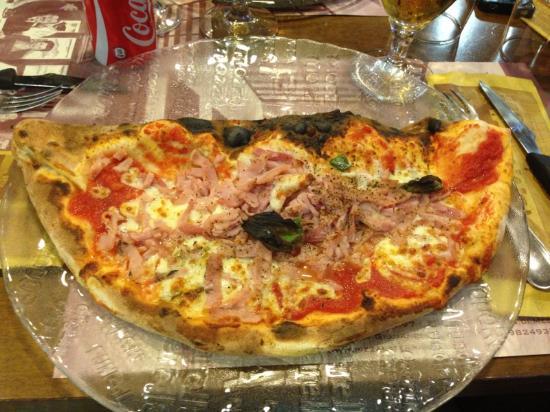 MEZZA PIZZA E MEZZO CALZONE...WOOOOOOW! - Picture of La Terrazza ...