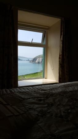Slea Head Farm B & B: It is not a picture on the wall! It is the real view! *_*