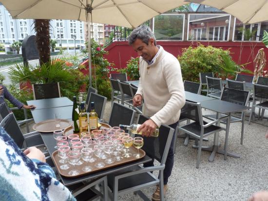 Hotel Des Rosiers : Apéritif offert en guise de bienvenue sur la terrasse de l'hôtel