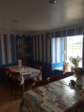 Mad Hatter: Tea room/breakfast room