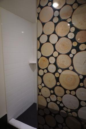 Adara Hotel: Shower