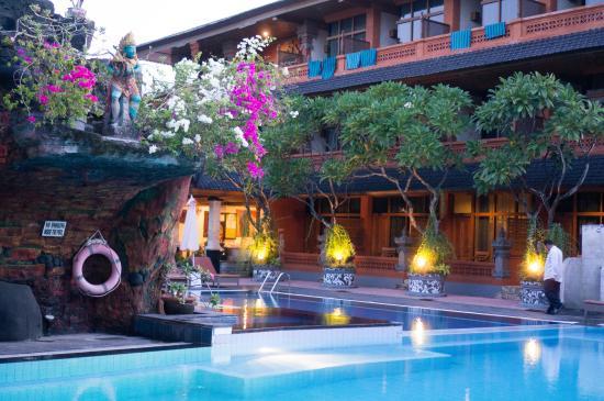 Wina Holiday Villa Hotel: Heerlijk zwembad, de kamers liggen om de zwembaden heen als een soort van klein dorp