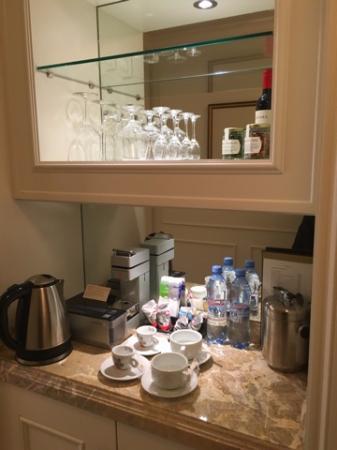 Four Seasons Hotel Lion Palace St. Petersburg: кофейный столик