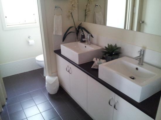 McLaren Vale, Australien: Typical bathroom facilities.