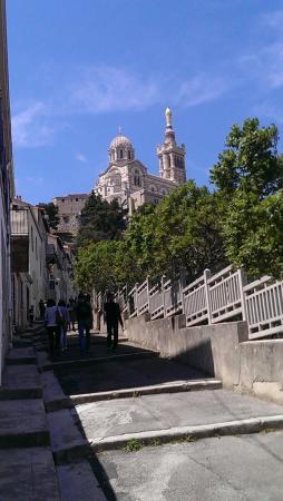 Les Marches On Apercoit La Basilique Notre Dame De La Garde