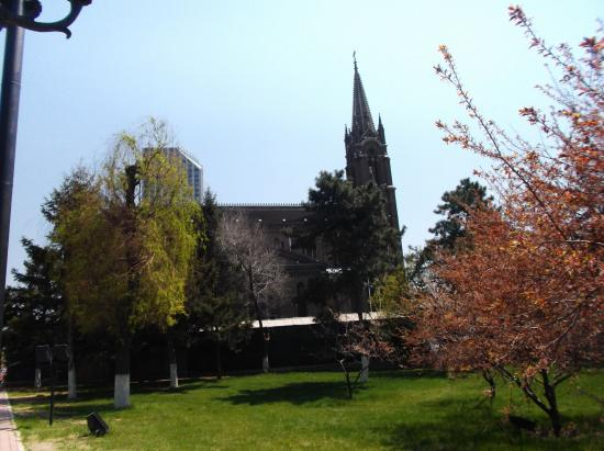 Jilin Catholic Church: 西側からの吉林天主教堂