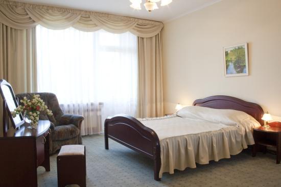 Bor Hotel Complex: Двухкомнатный номер Люкс в пансионате