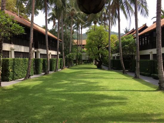 Le Meridien Koh Samui Resort & Spa: Lush landscape and green patches