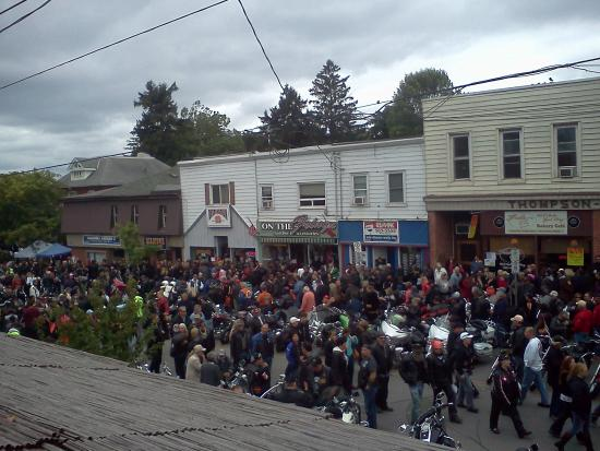 Simcoe, Canadá: Friday the 13th bike rally in Port Dover