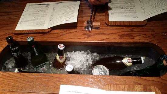 Hieleras Con Multitud De Cervezas De Gran Formato Fotografía De