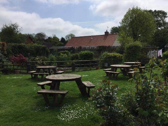 Stradbroke, UK: Seating area in the garden