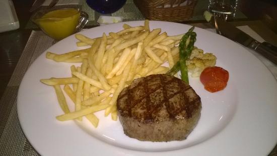Kon-Tiki Foreigner's Restaurant and Bar: Steak met frites