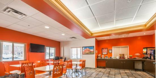 Econo Lodge Johnstown: Breakfast Area/ Breakfast Sitting