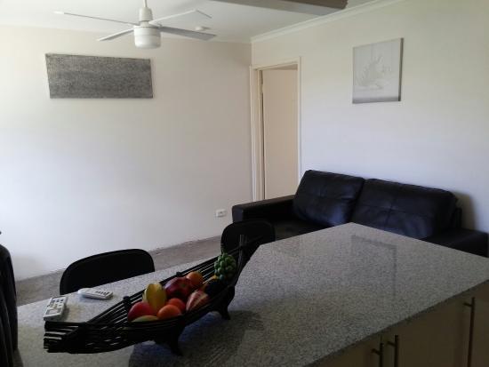 Bilinga, Avustralya: 1 Bedroom Executive Apartment Loungeroom