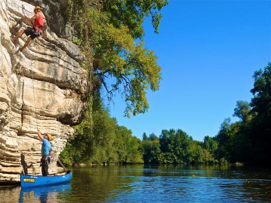 Creysse, Frankreich: Escalade en Canoë en Vallée de la Dordogne. A proximité de Rocamadour, Padirac, Martel, Souillac
