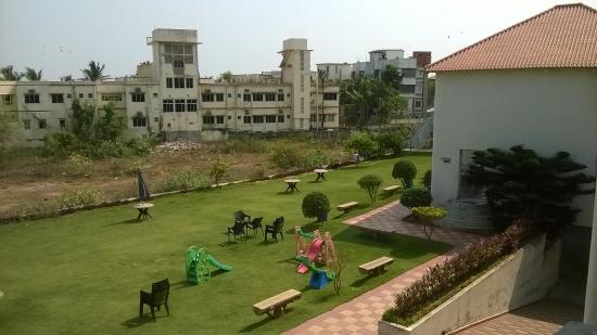 Hotel Seagull: The Hotel Lawn with Play Area