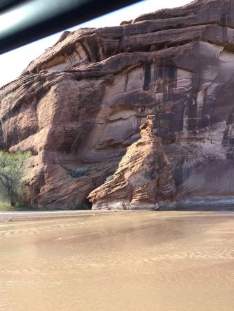 Canyon de Chelly National Monument: Driving up the Chinle wash