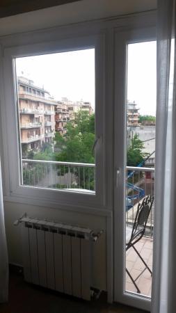 Alba Romana B&B: portafinestra per accesso al balcone