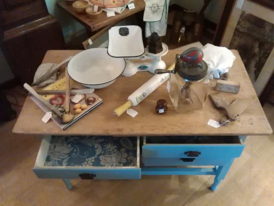 Grantown Antiques and Collectables: Vintage homewares and clothing