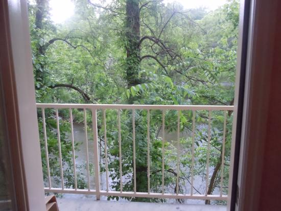 Twin Mountain Inn & Suites: Balcony with view of river
