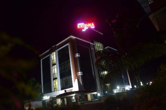 Krishna Sea View Deluxe : night view hotel front