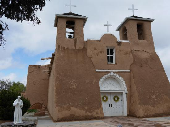 Ranchos De Taos, New Mexiko: exterior of the adobe church