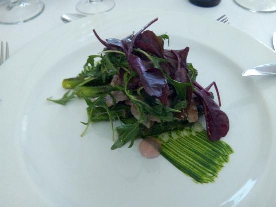 Hotel Moderne & Pigeon Restaurant: asperges roties et sa poitrine de porc noir grillée