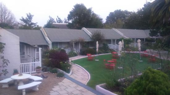 Greyton, Sudáfrica: Separate rooms next to a beautifully manicured garden