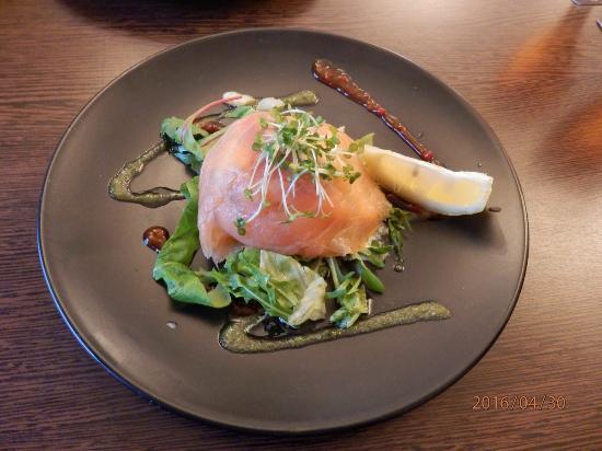 The Crowe's Nest Bar: Saumon et crevettes , pas mal pour un pub !