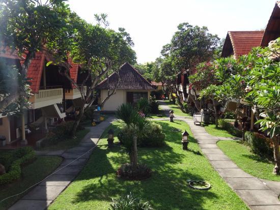 Besakih Beach Hotel: villa area