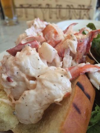 Neptune Oyster: Lobster Roll detail