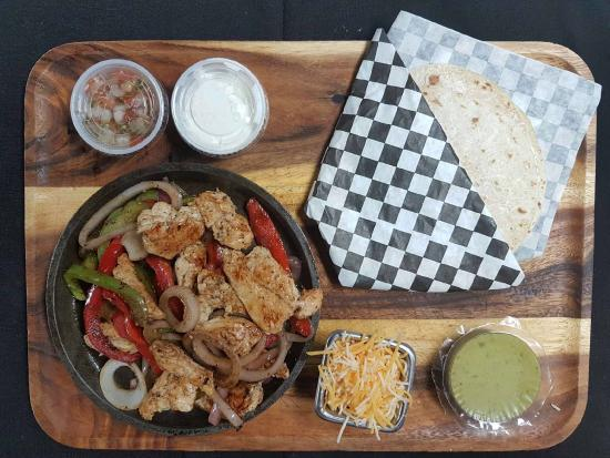 KING Seafood Market & Restaurant: Chicken Fajitas