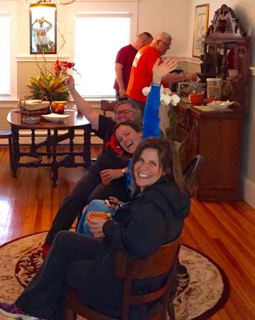 Bourne Bed & Breakfast: Hanging by the fire enjoying coffee and muffins!