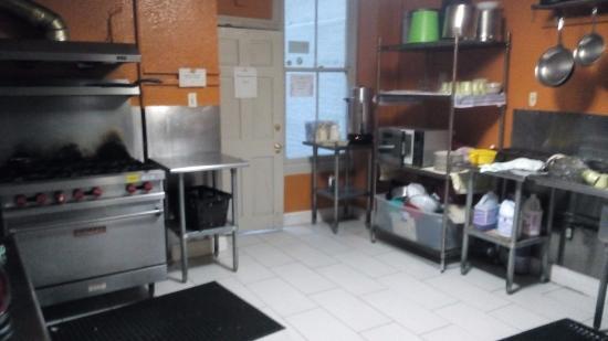 Amsterdam Hostel: kitchen area