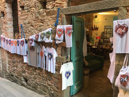 Corniglia, Taliansko: Magliette Stese ad asciugare