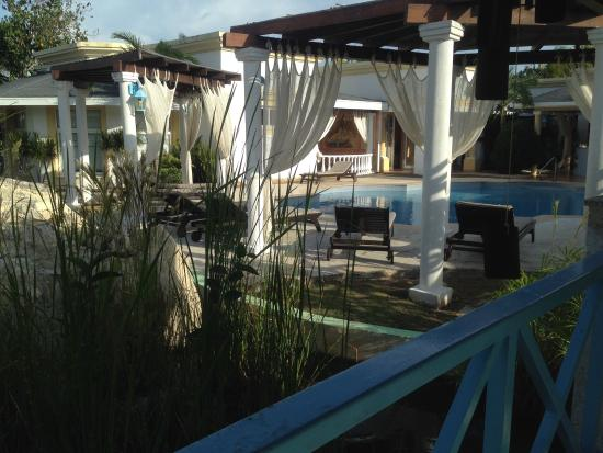 YHI Spa: Jacuzzi esterna ed area relax