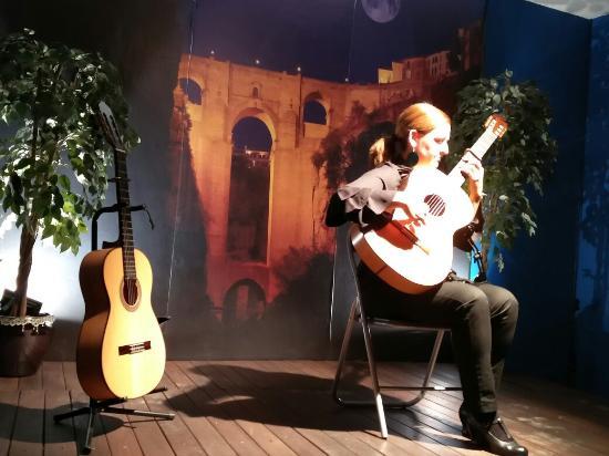 Celia Morales - Billede af Celia Morales Traditional Flamenco Guitar, Ronda -...