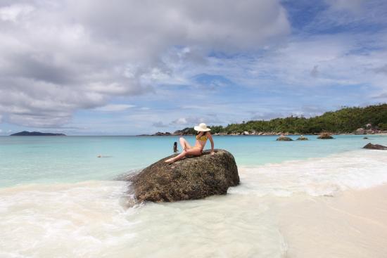 Praslin, Seychellerna: пляж