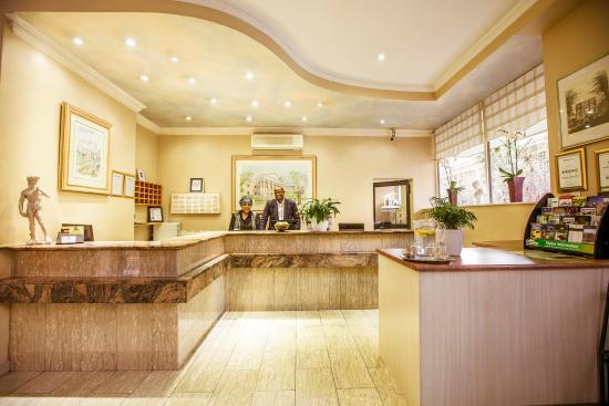 Parliament Hotel: Lobby