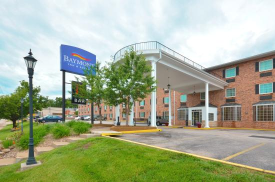 Baymont Inn & Suites Jefferson City: Exterior Closeup