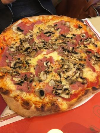 La Commedia Pizzeria Restaurant: photo1.jpg