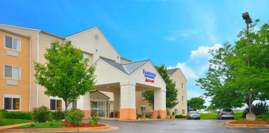 Fairfield Inn & Suites Jefferson City: Hotel Entrance