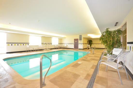 Fairfield Inn & Suites Jefferson City: Pool & Hot Tub