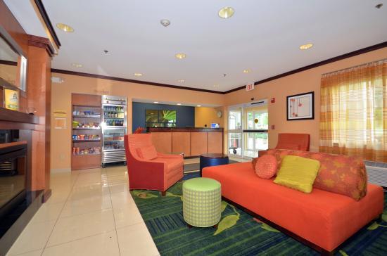 Fairfield Inn & Suites Jefferson City: Lobby