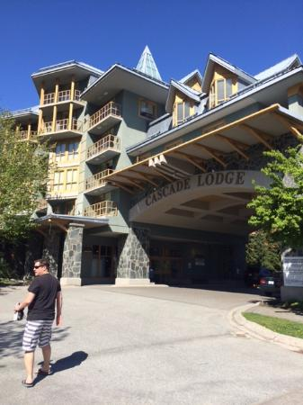 Whistler Cascade Lodge: Exterior of hotel