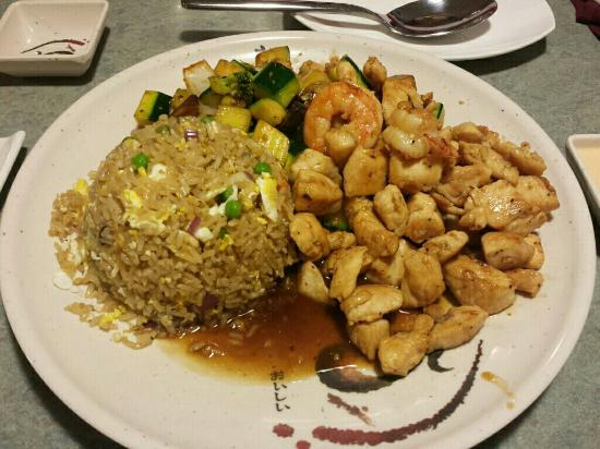 Buffalo, MN: Chicken hibachi with fried rice and vegetables
